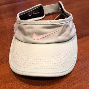 Nike Dri-fit Featherlight visor!